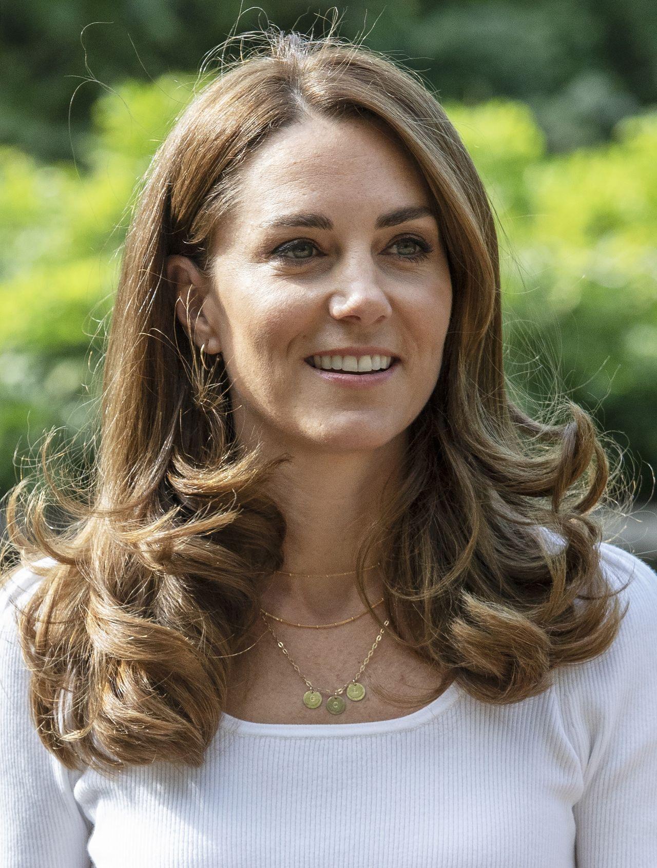 Księżna Kate w delikatnym naszyjniku