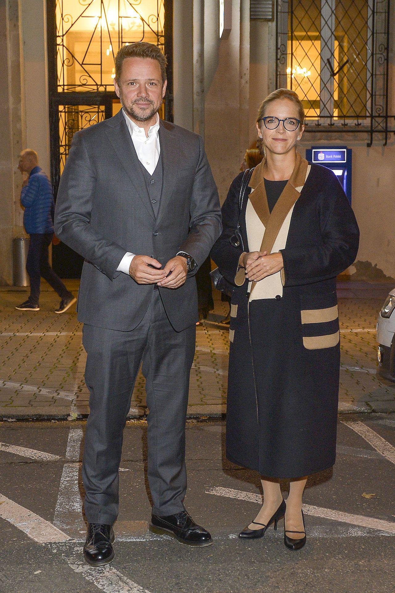 Rafał Trzaskowski z żoną na premierze sztuki