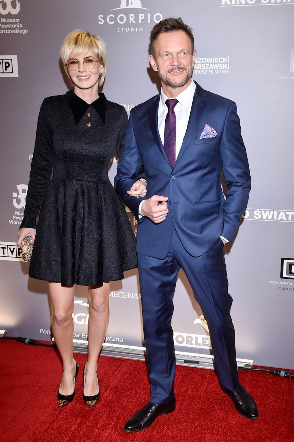 Edyta Pazura z mężem Czarkiem na czerwonym dywanie.