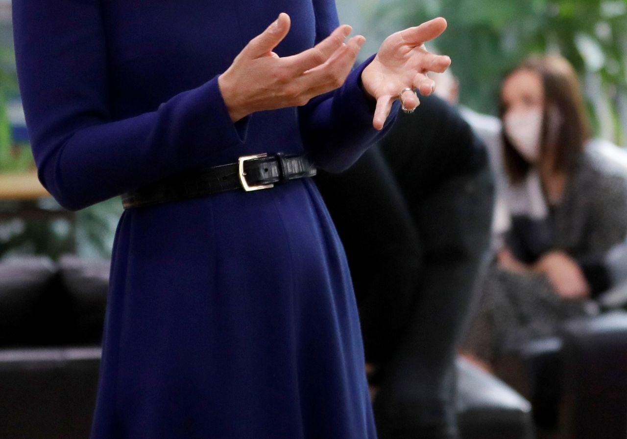 Księżna Kate z zaokrąglonym brzuchem