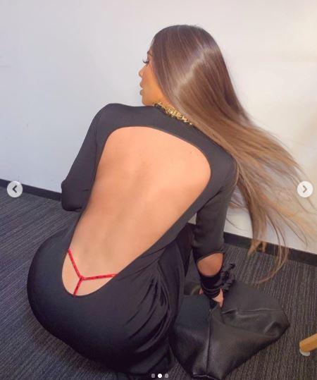Kim Kardashian w stringach