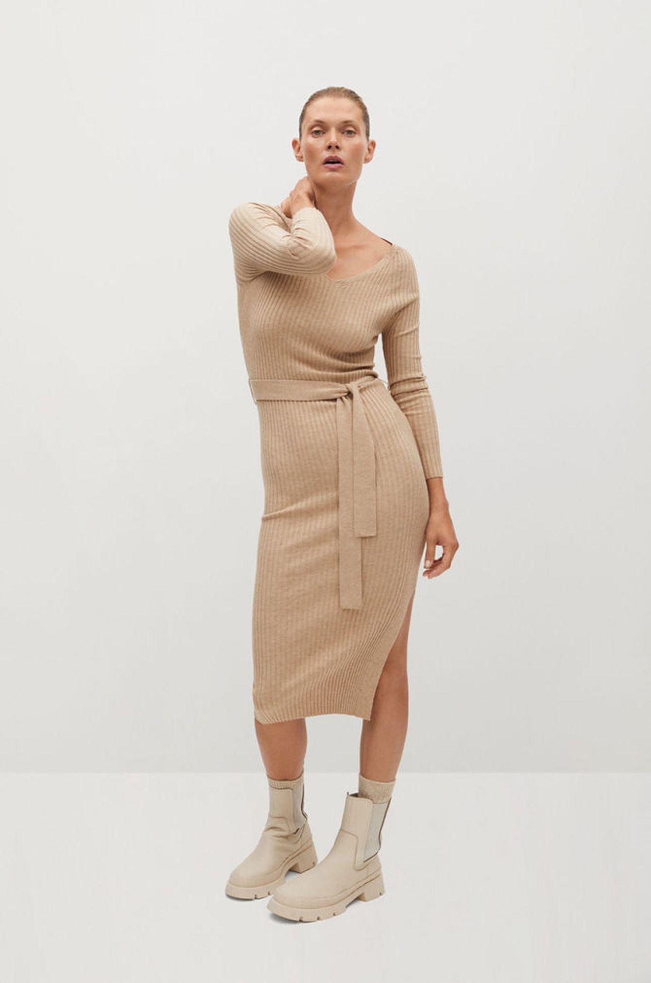 Beżowa sukienka z paskiem