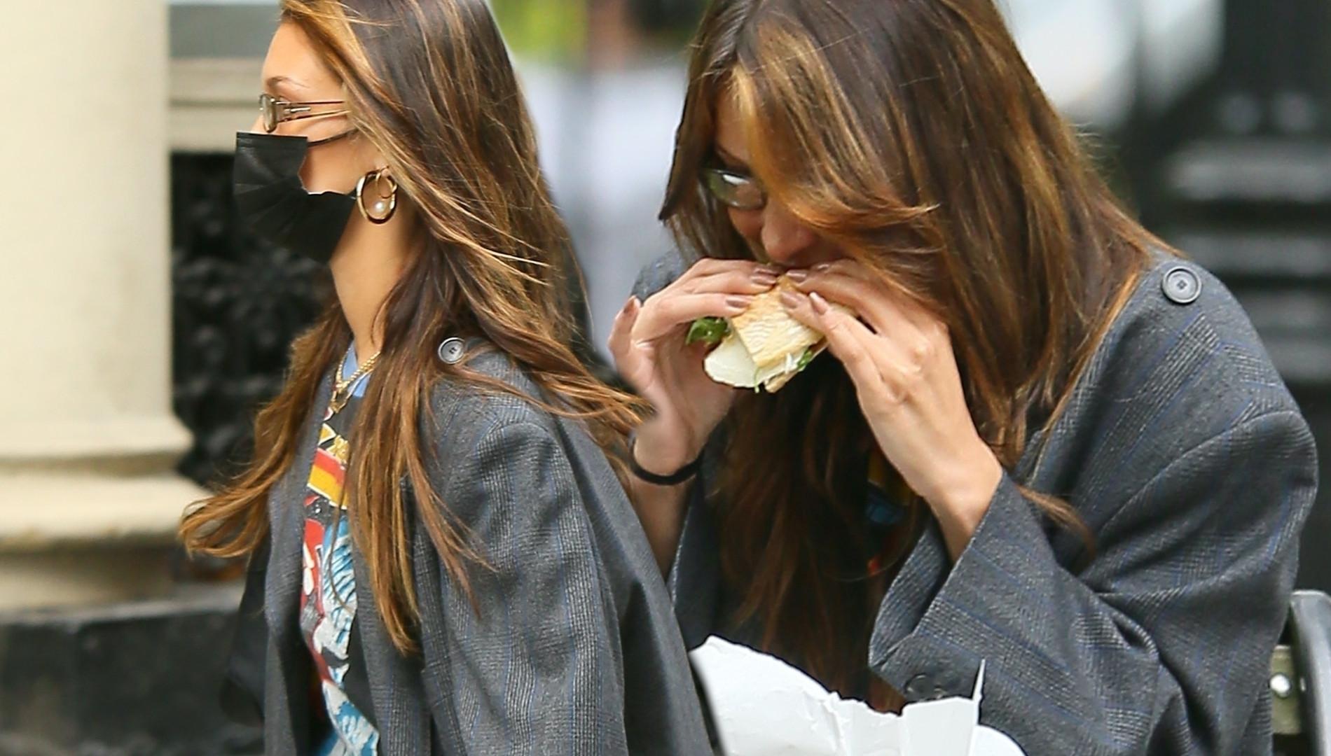 Zamaskowana Bella Hadid pochłania kanapkę. Poznalibyście ją na ulicy?