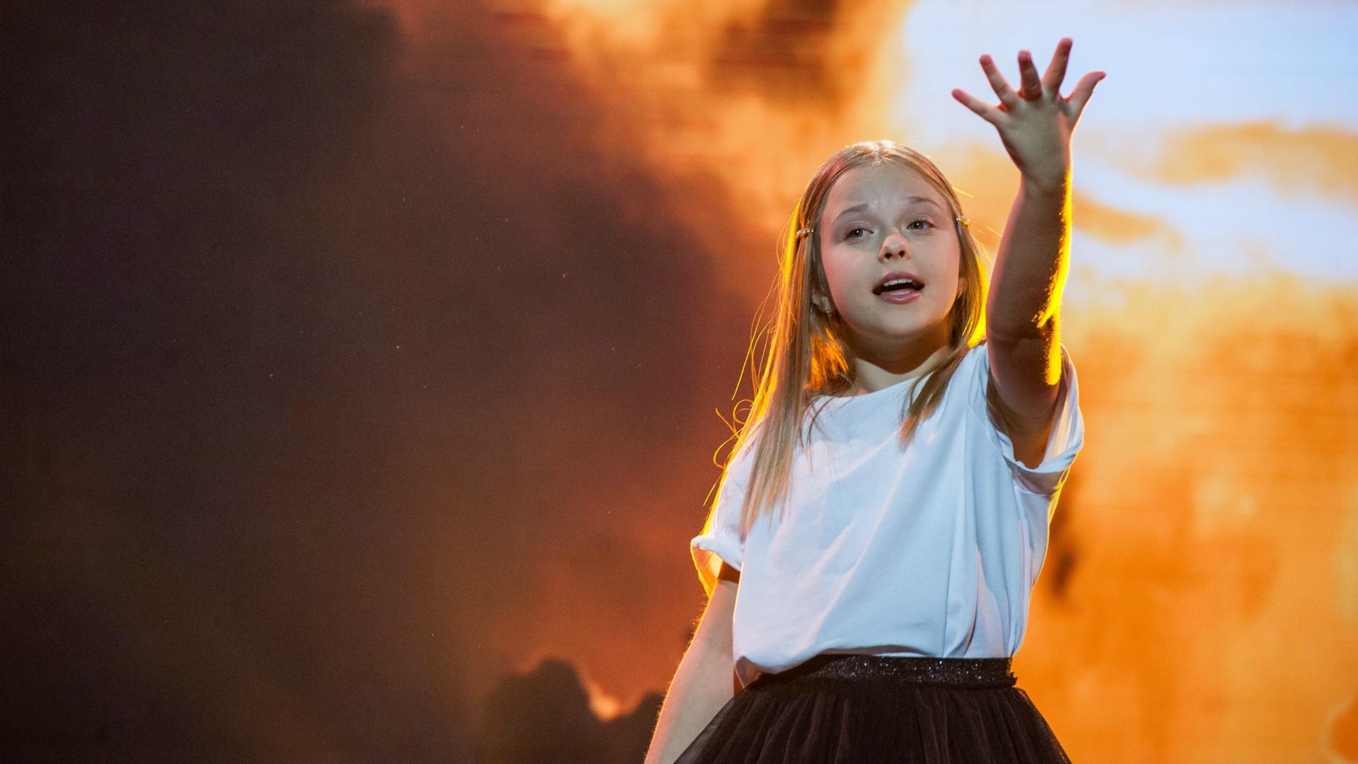 """Alicja Tracz zaprezentowała pierwszy teledysk do piosenki """"I'll Be Standing"""". Godnie zaprezentuje nasz kraj?"""