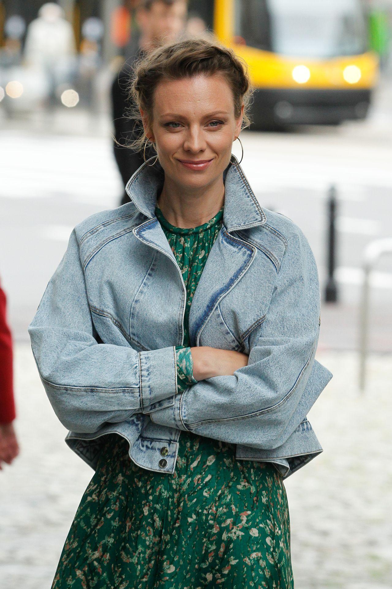 Magdalena Boczarska w jeansowej kurtce