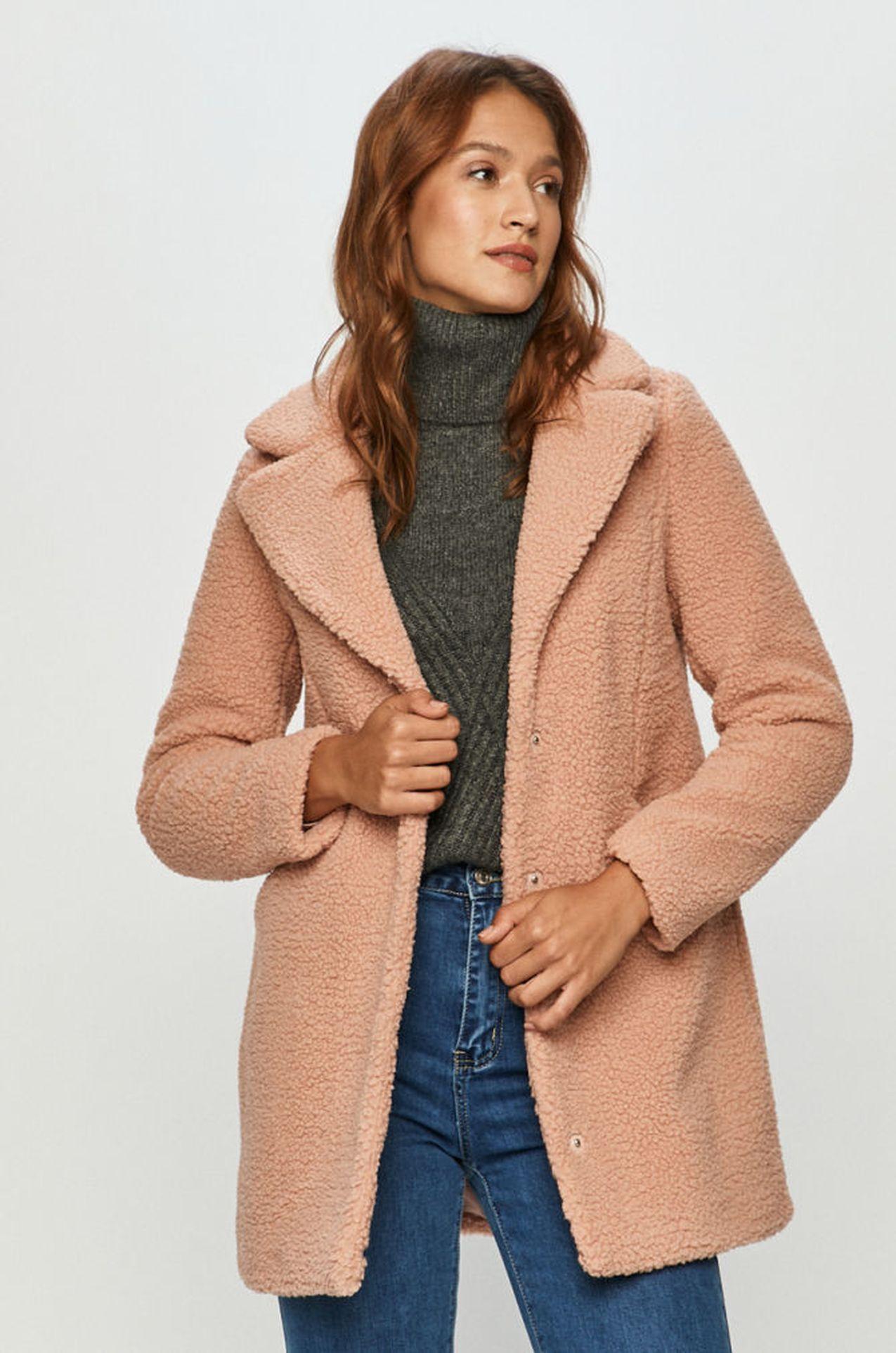 Jasnoróżowy płaszcz