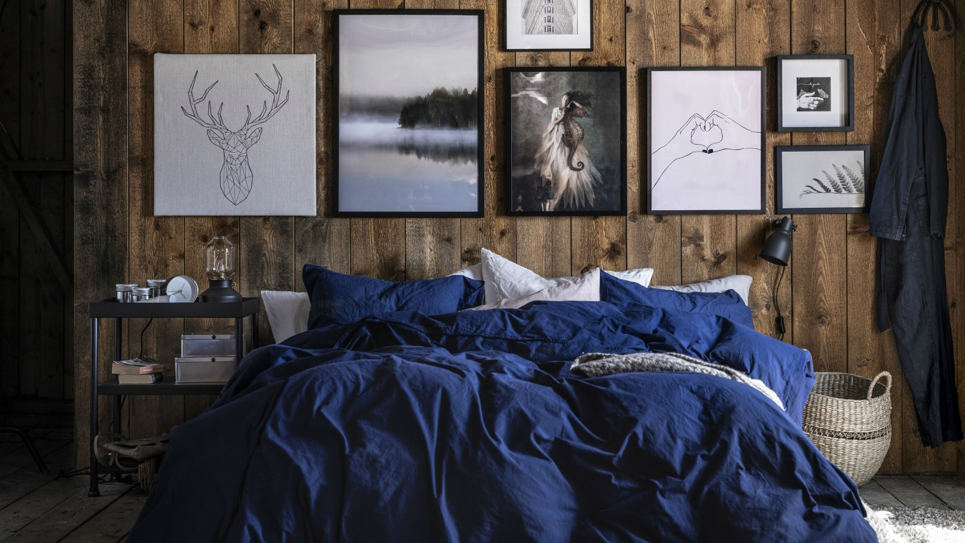 Granatowa i niebieska sypialnia – jak zaaranżować kolory, które zapewniają najlepszy sen?