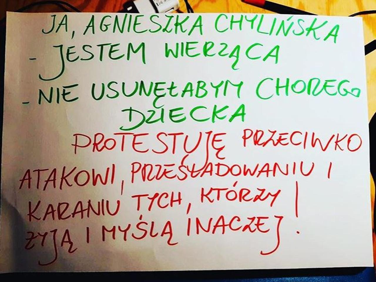 Agnieszka Chylińska zrobiła transparent nawiązując do wyroku TK.