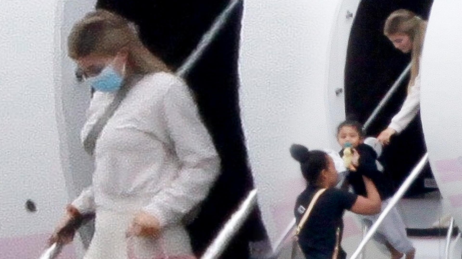 Kylie Jenner z Travisem Scottem i Stormi wysiada z biało-różowego prywatnego odrzutowca (ZDJĘCIA)