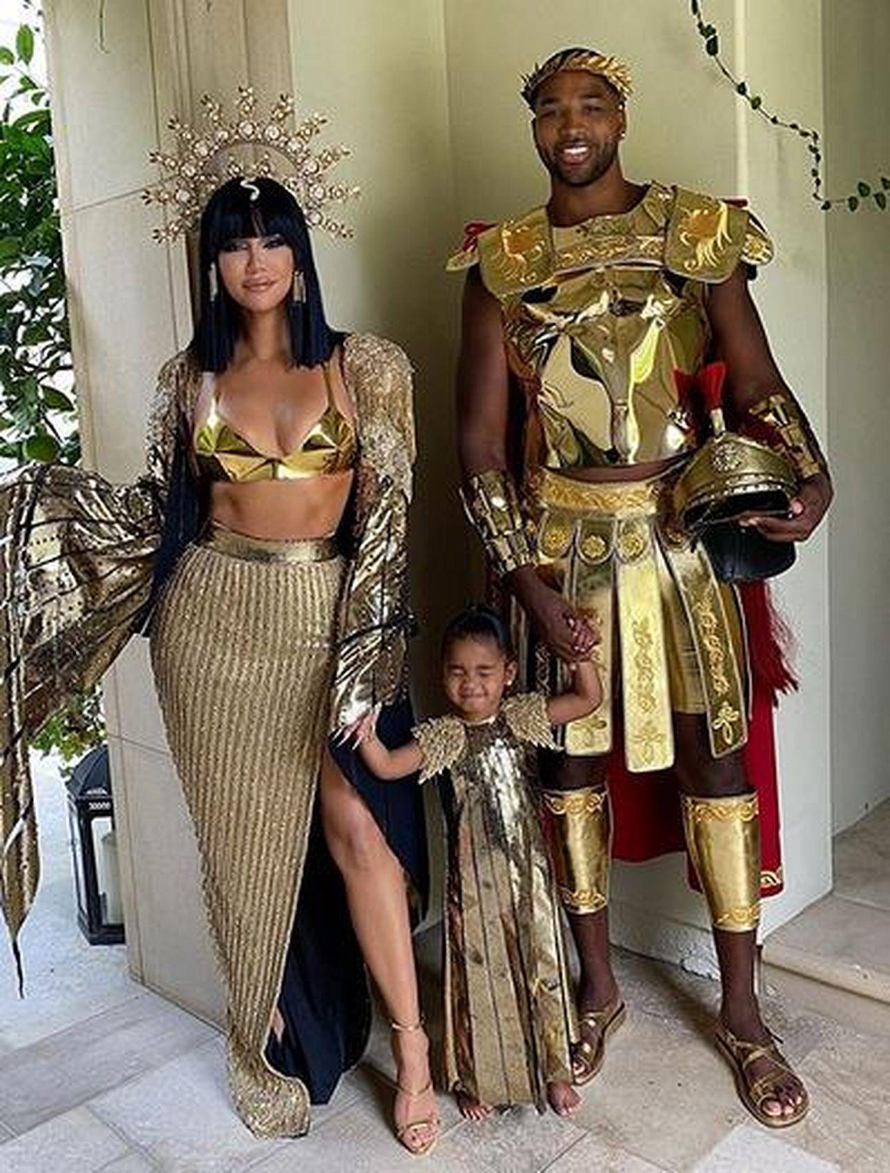 Khloe Kardashian z Tristanem i córką True przebrali się na Halloween