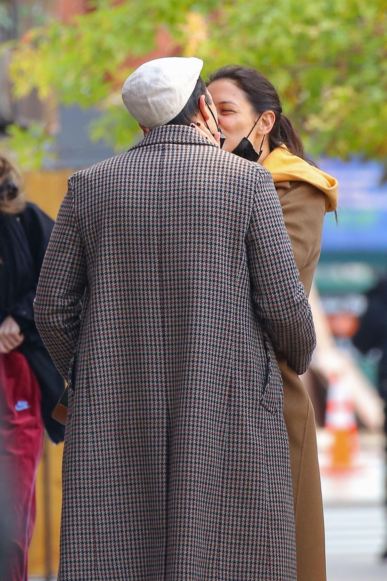 Katie Holmes całuje ukochanego