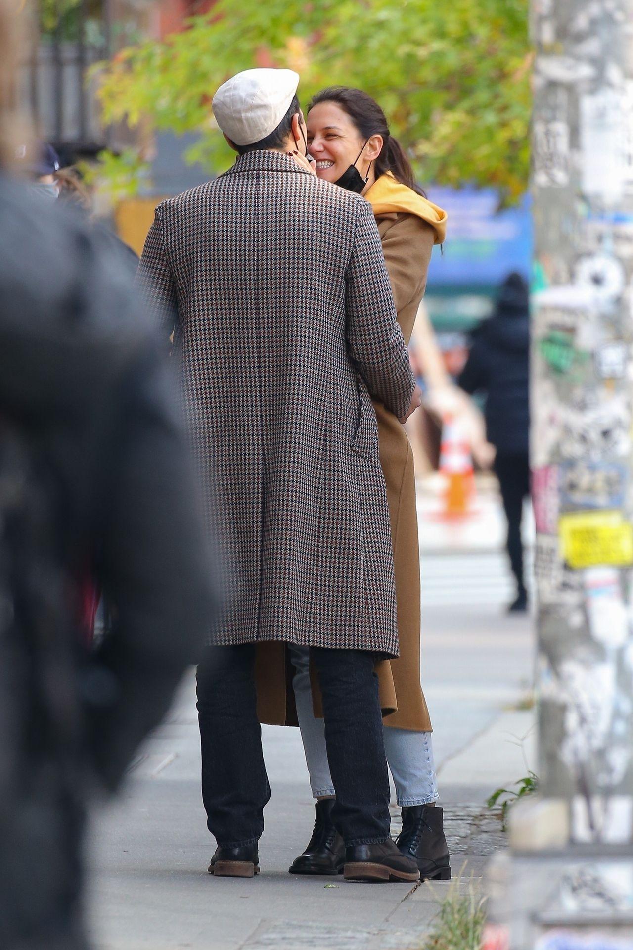 Katie Holmes w objęciach partnera