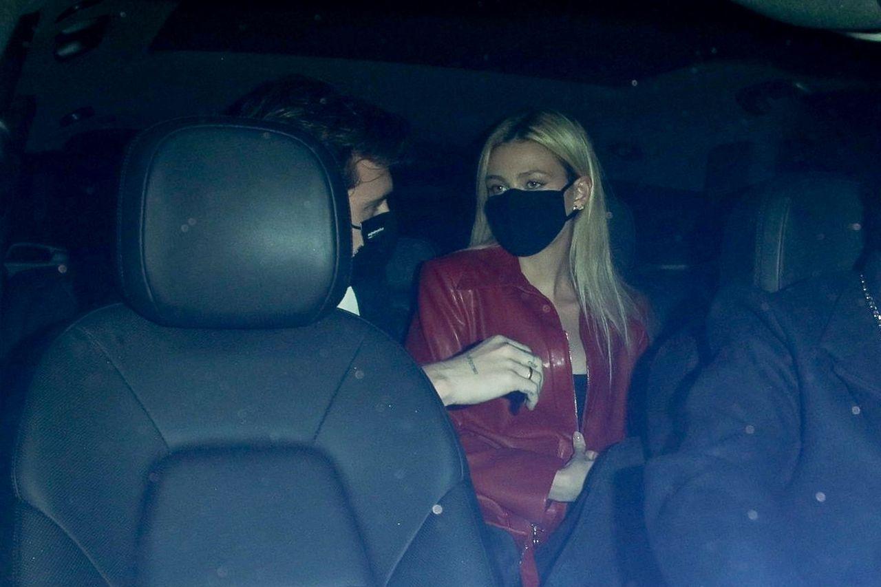 Brooklyn Beckham i Nicola Peltz w samochodzie