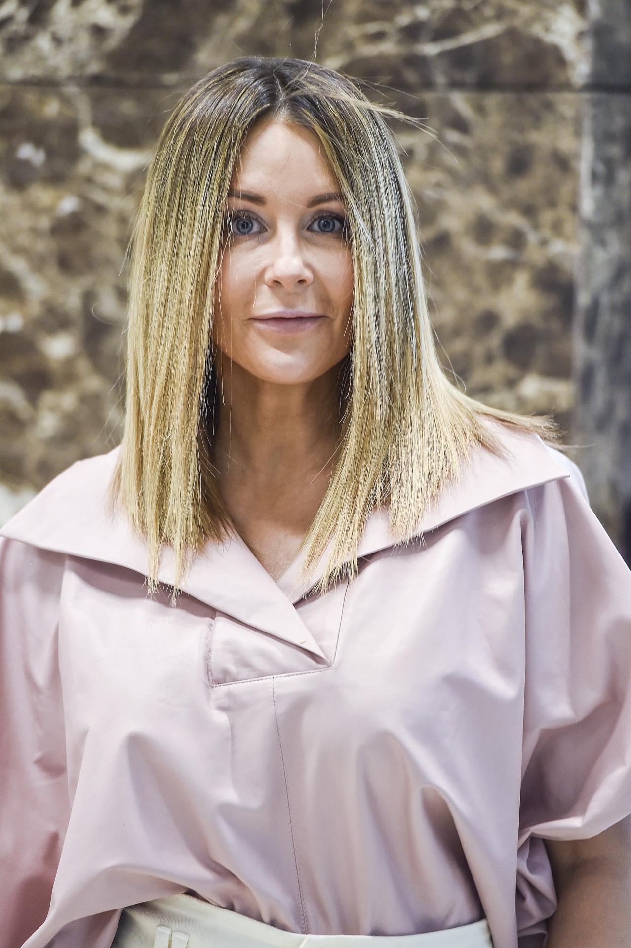 Małgorzata Rozenek w różowym stroju.