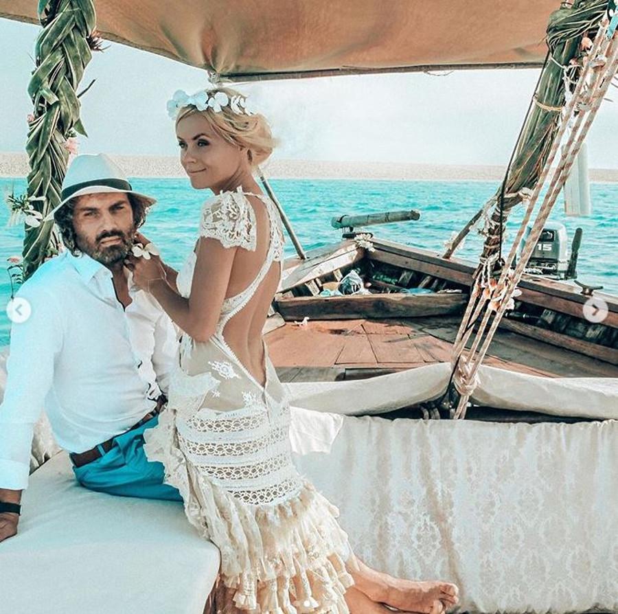 Anna Skura z mężem Markiem na ślubnym zdjęciu.