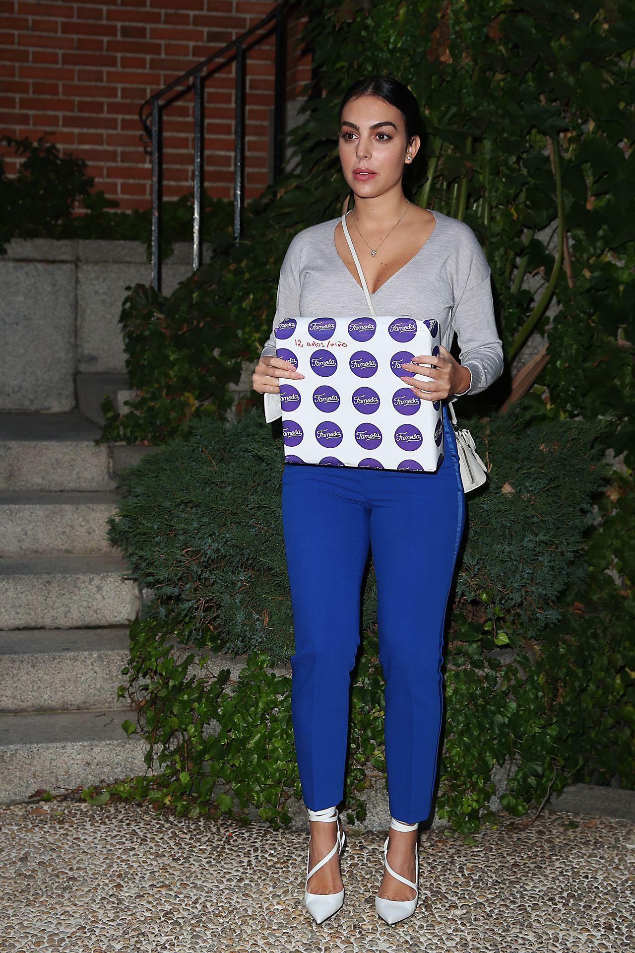 Georgina Rodriguez w niebieskich spodniach