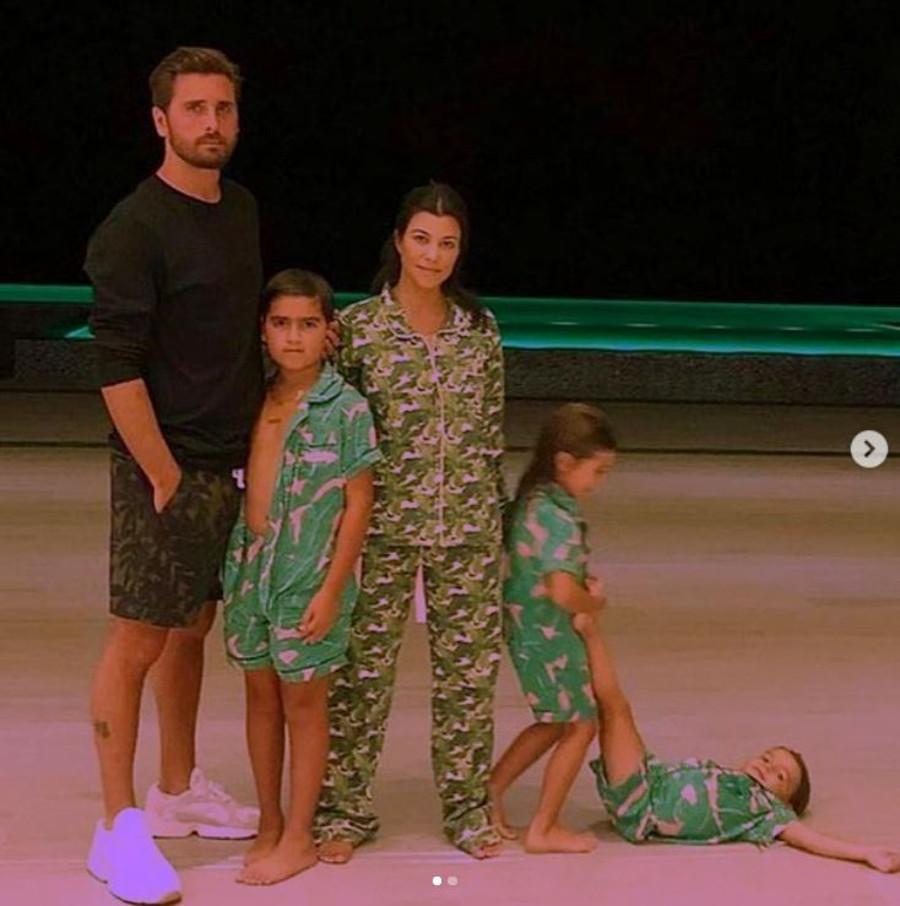 Kourtney Kardashian i Scott Disick z dziećmi.
