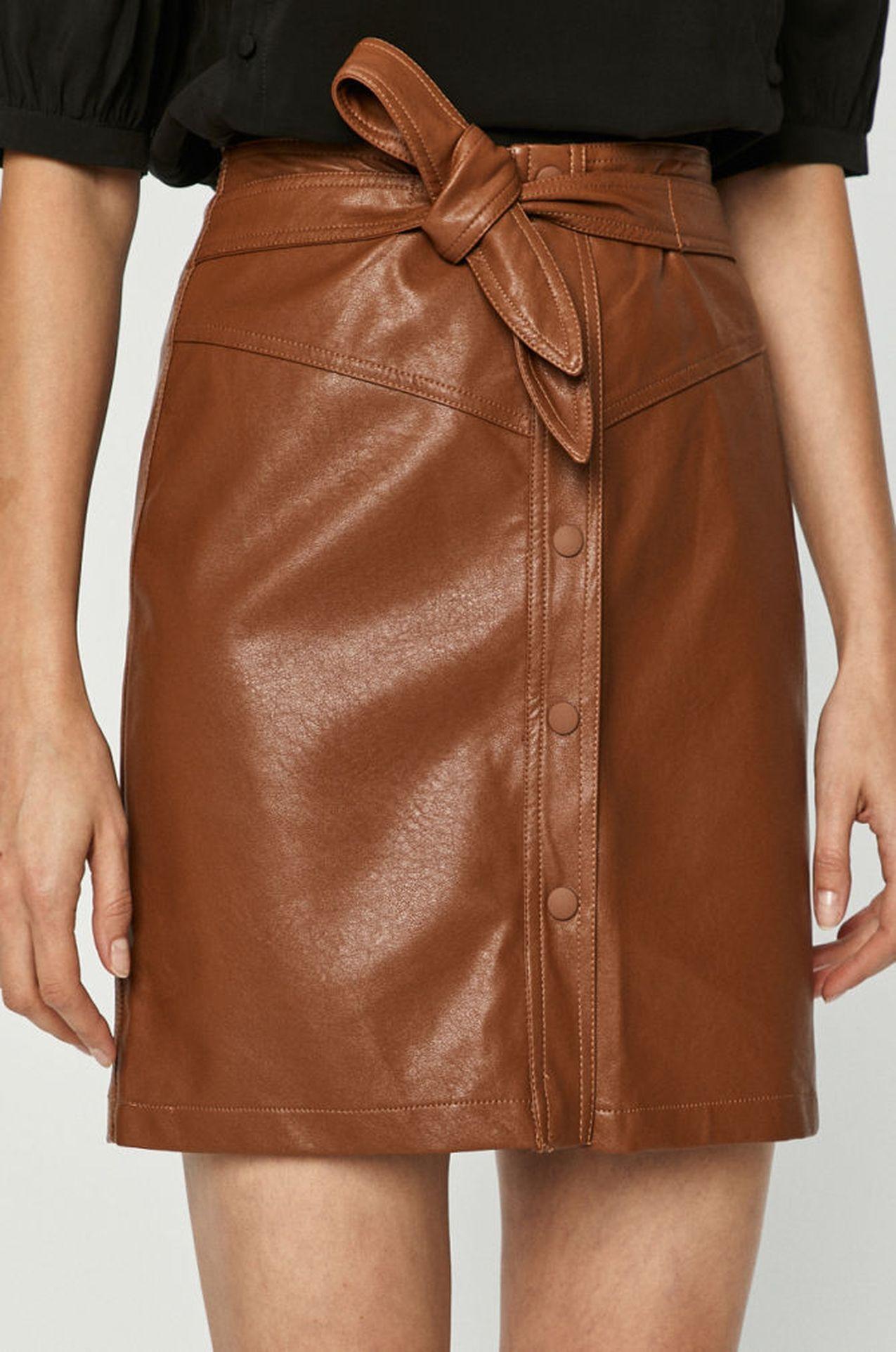 Karmelowa spódnica ze skóry