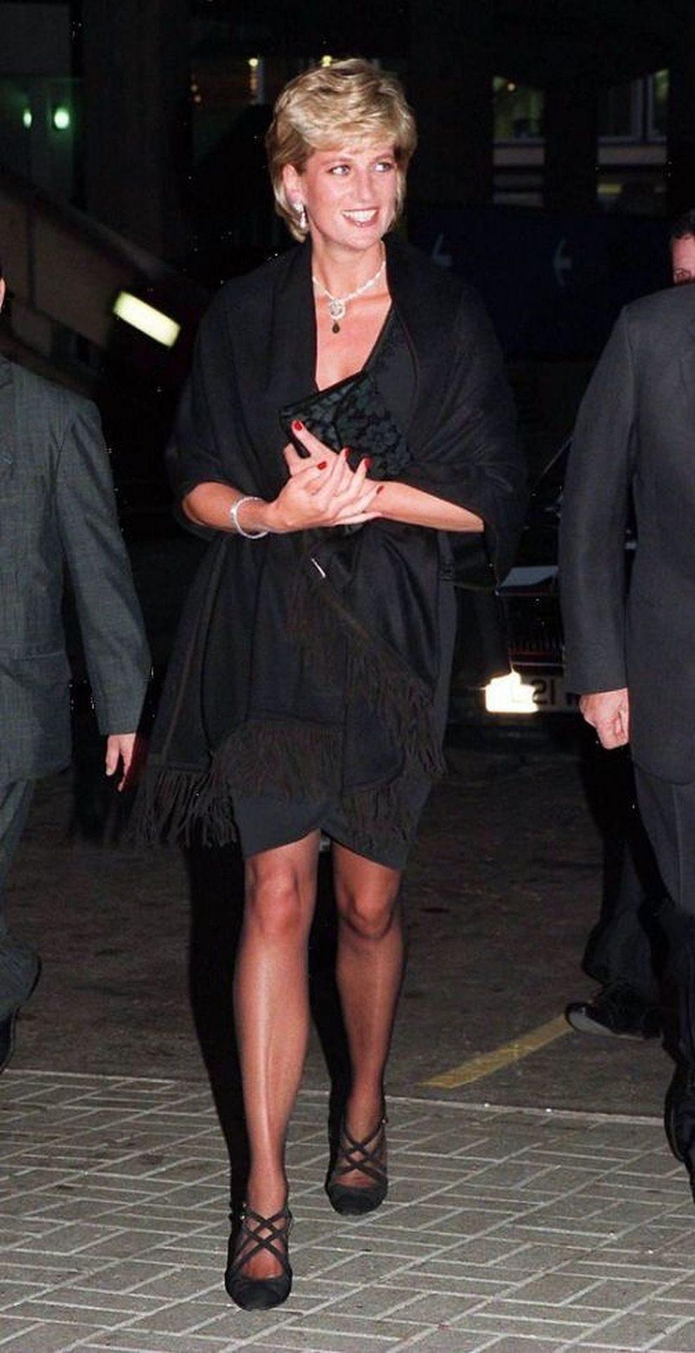 Księżna Diana w małej czarnej.