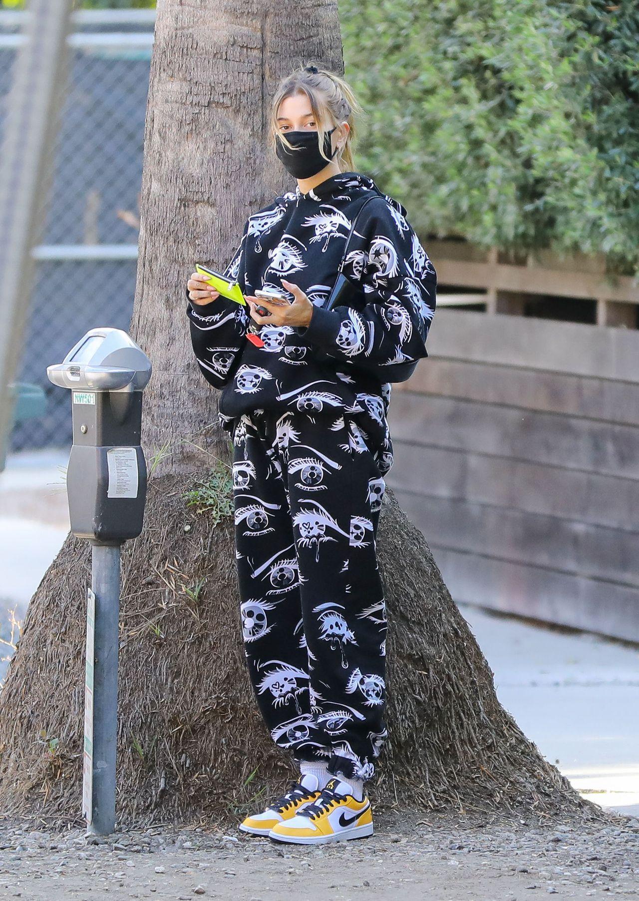 Hailey Bieber w sportowej stylizacji