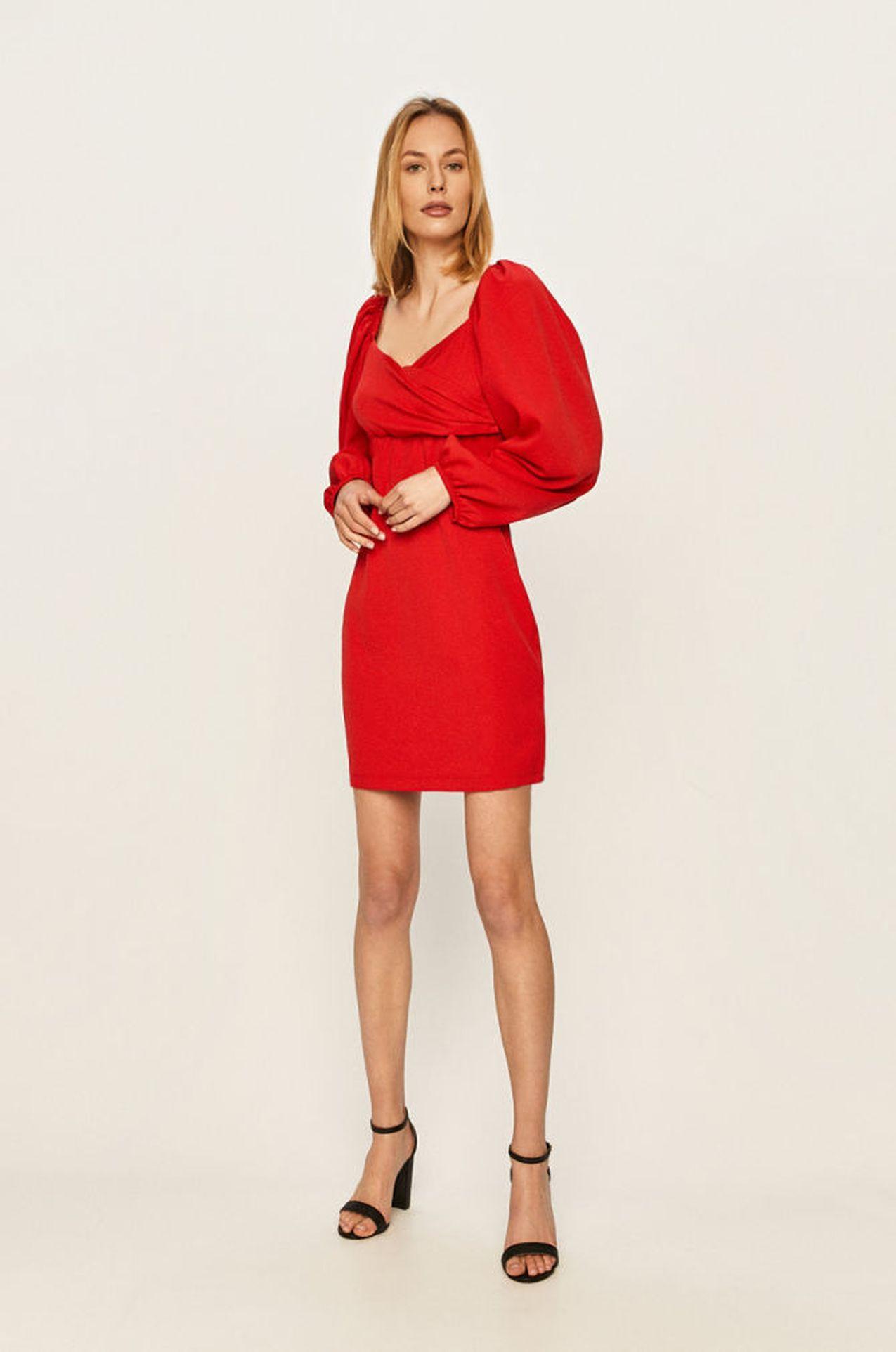 Czerwona sukienka z bufkami