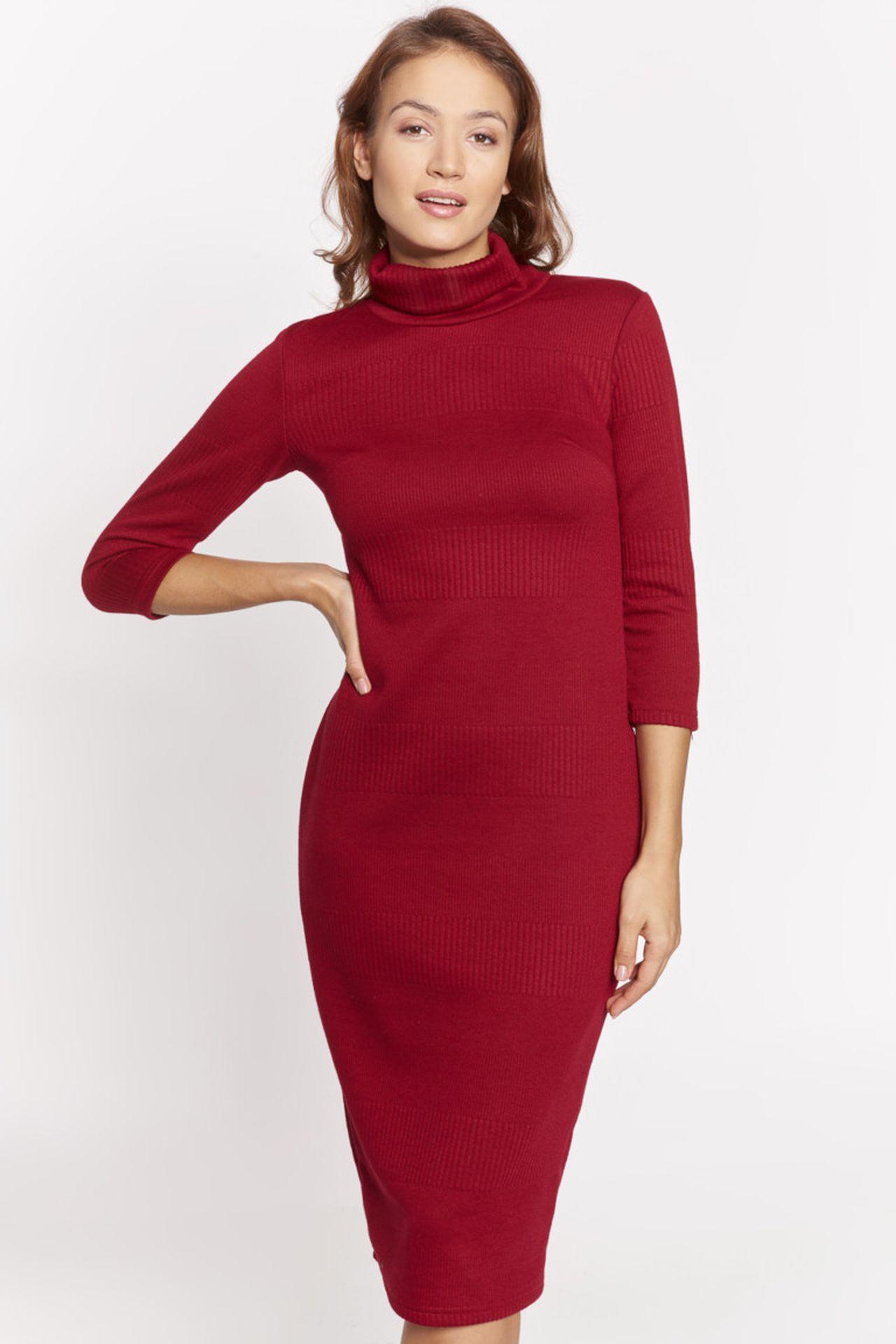 Czerwona dopasowana sukienka