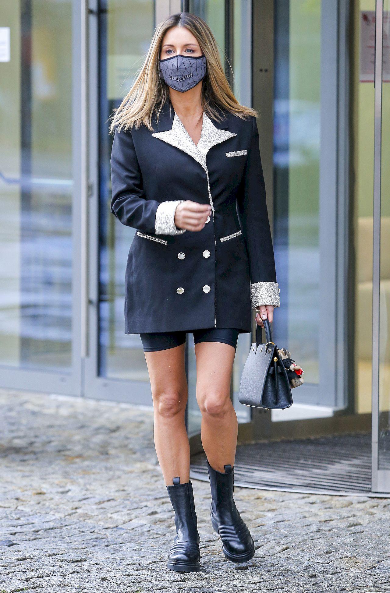 Małgorzata Rozenek-Majdan w modnej marynarce i kolarkach