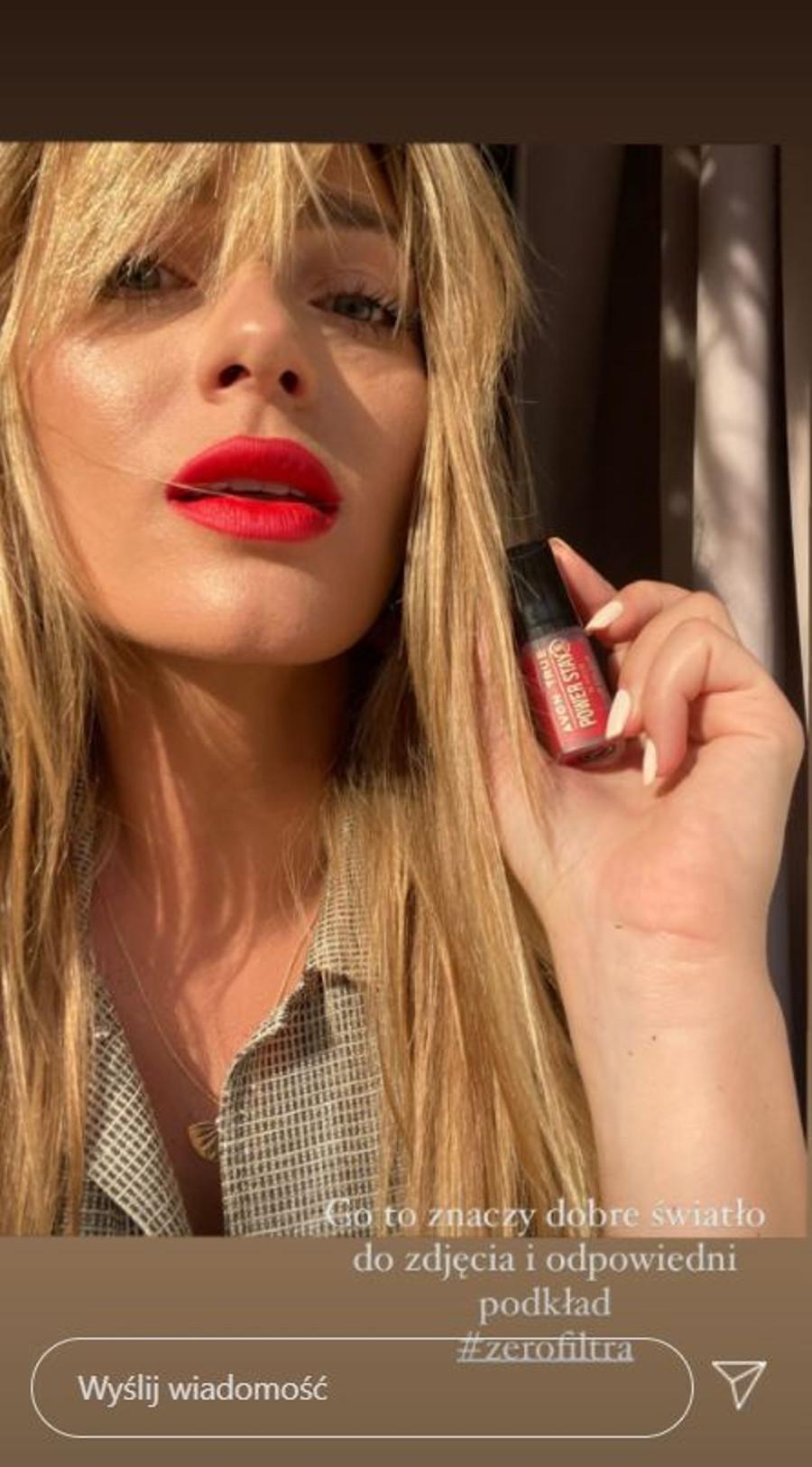 Marcelina Zawadzka w mocnym makijażu ust.