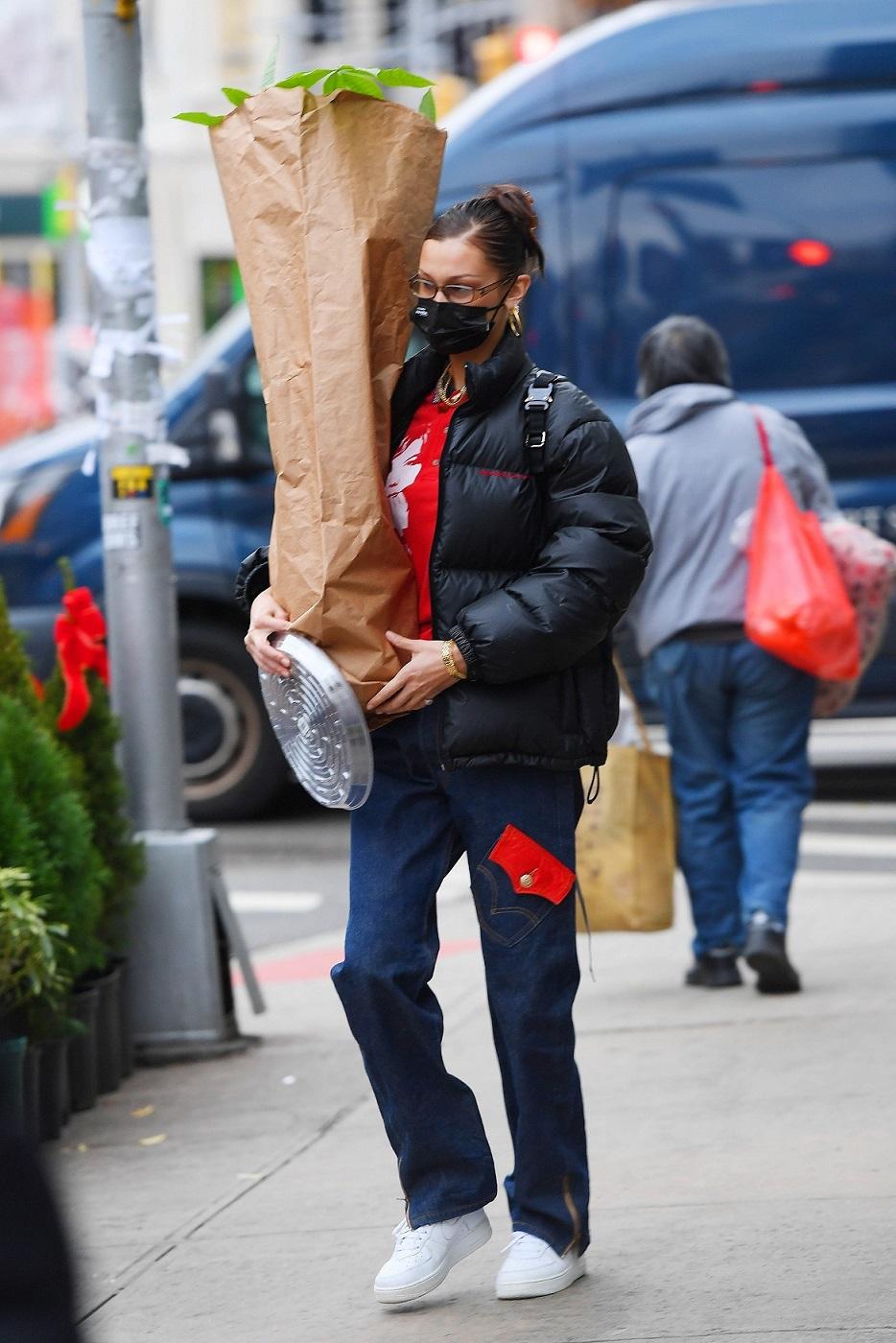 Bella Hadid nosi kwiaty