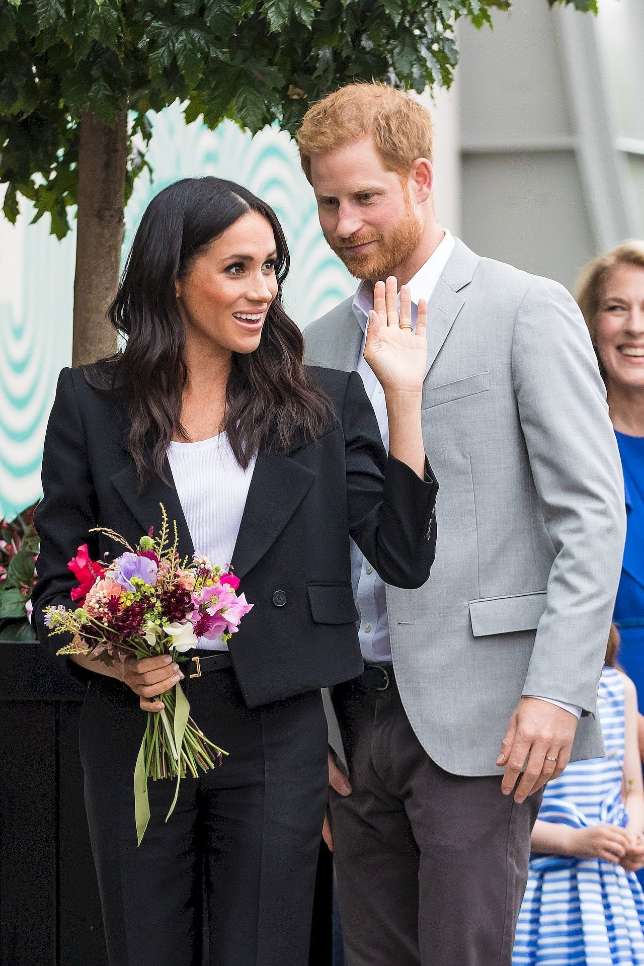 Meghan Markle w damskim garniturze z mężem na oficjalnym wystąpieniu.