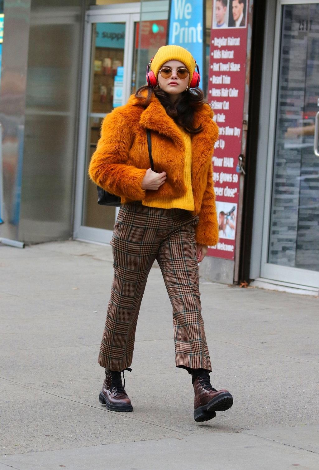 Selena Gomez w zimowej stylizacji.
