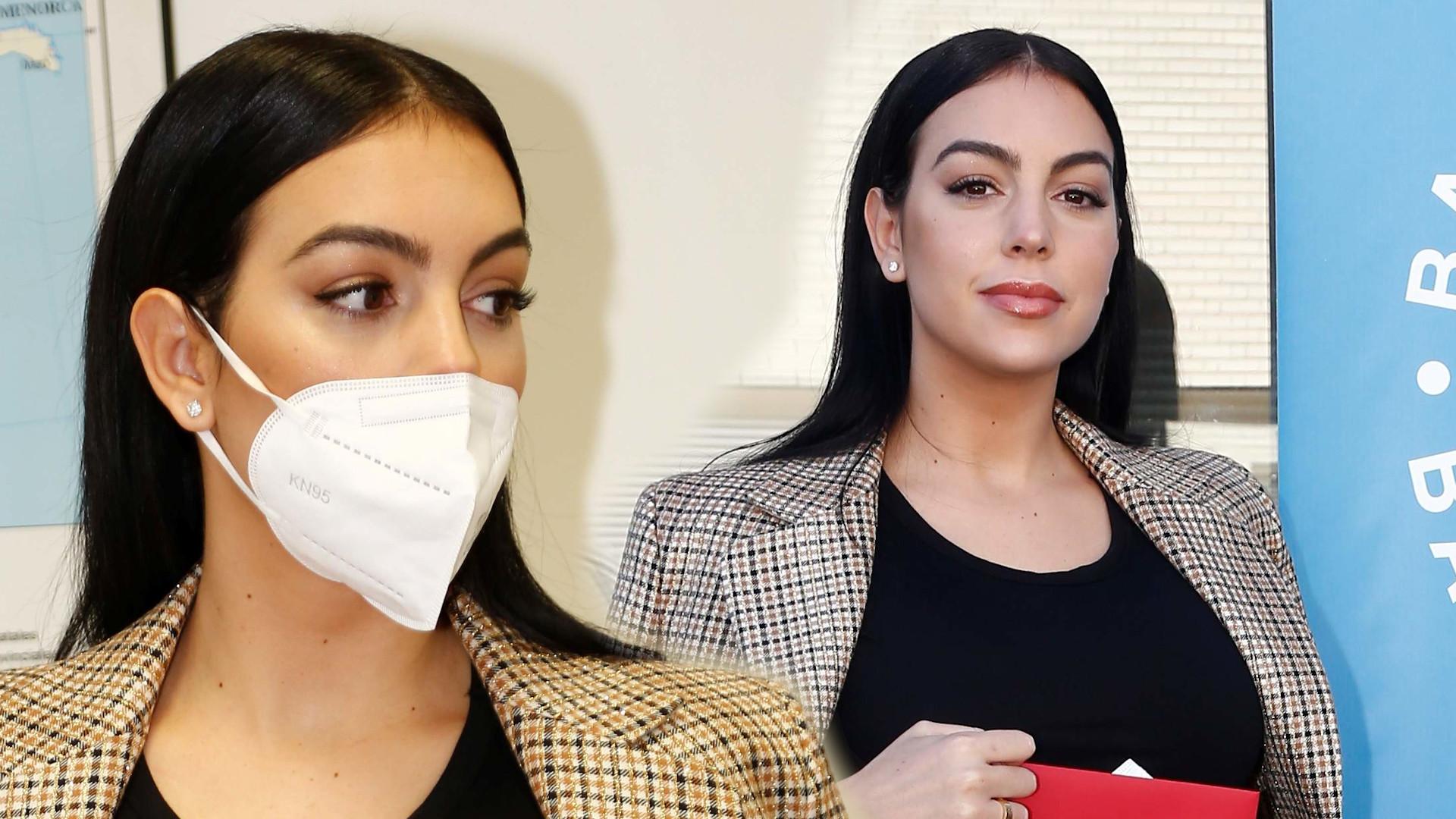 Stylowa Georgina Rodriguez wręcza czek. Modelka wybrała MODNĄ torebkę