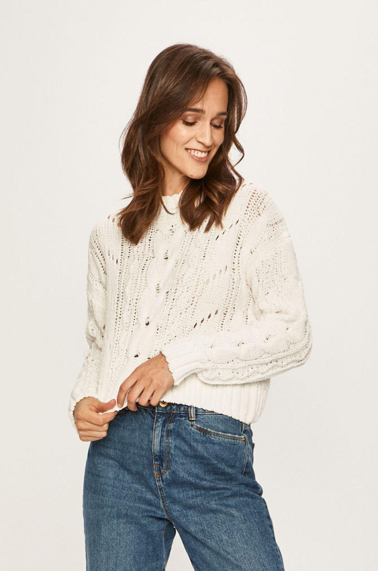 Biały sweter z grubym splotem