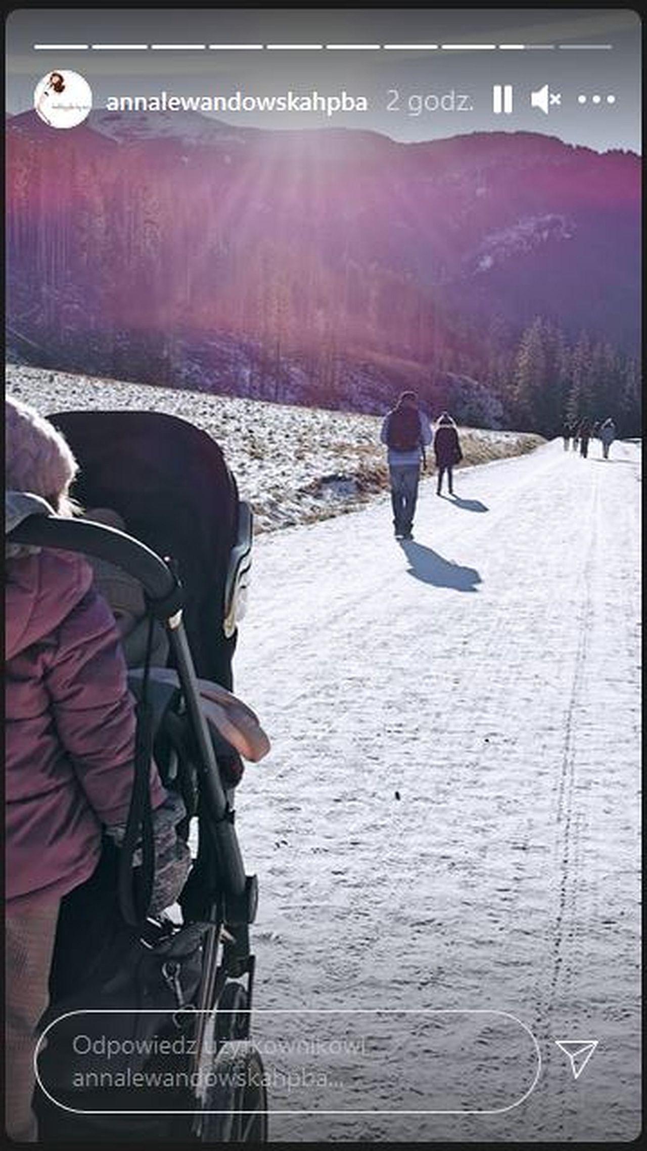 Anna Lewandowska na spacerze w górach