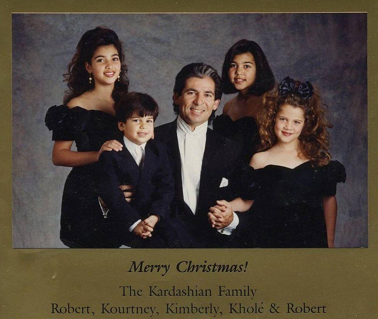 Świąteczna kartka Kardashianów z błędem