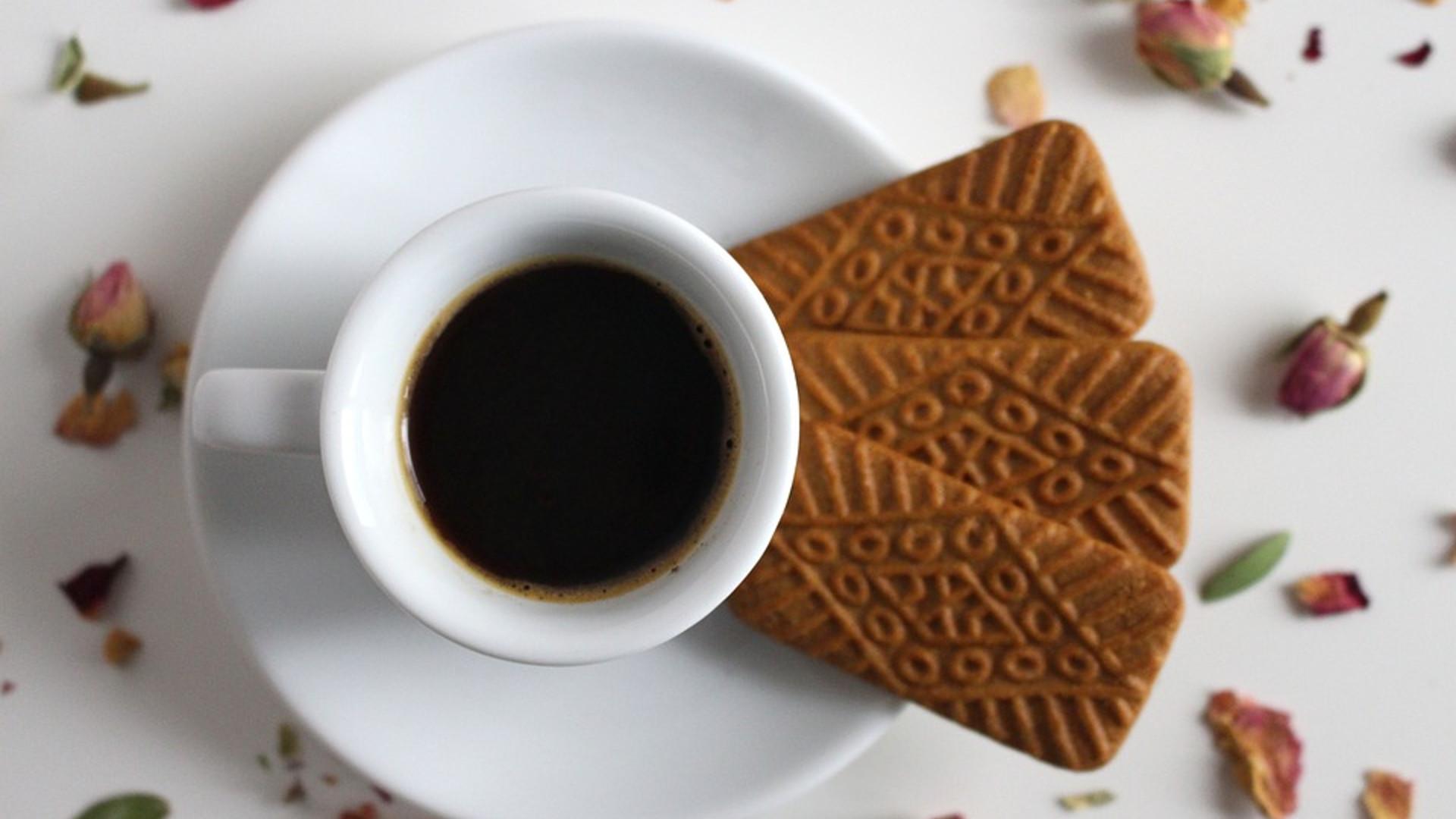 Jak zrobić dobrą kawę czarną lub z mlekiem?