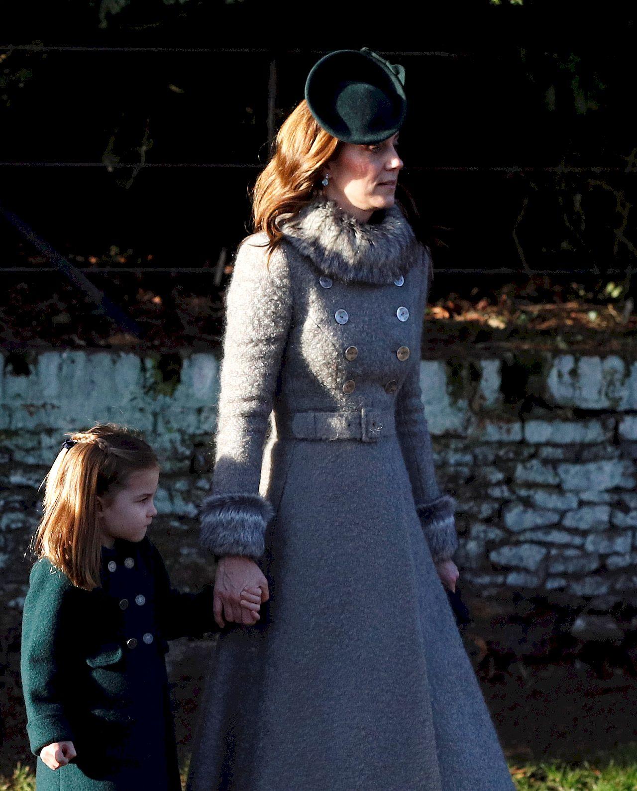 Księżna Kate z księżniczką Charlotte w Sandringham