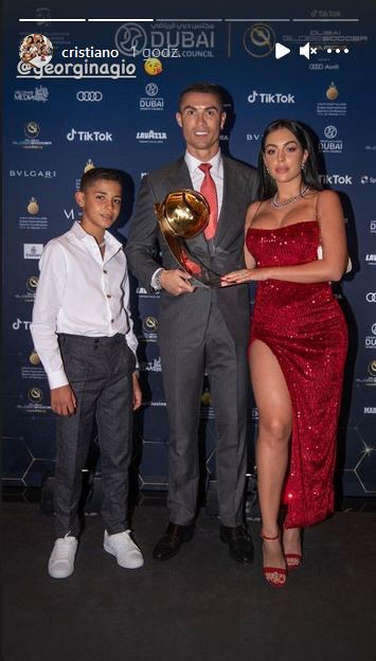 Cristiano Ronaldo z Georginą Rodriguez i synem na gali Globe Soccer Awards