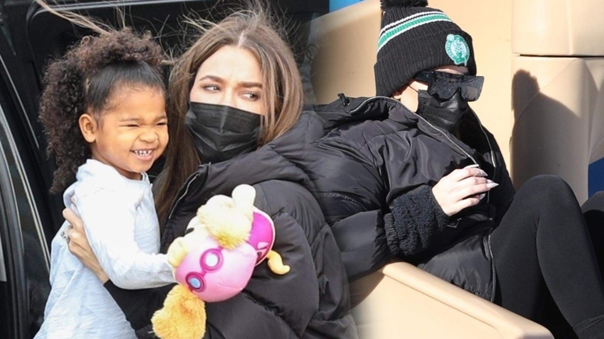 Khloe Kardashian z córką na placu zabaw. Pokazała, jak WSPIERA Tristana (ZDJĘCIA)