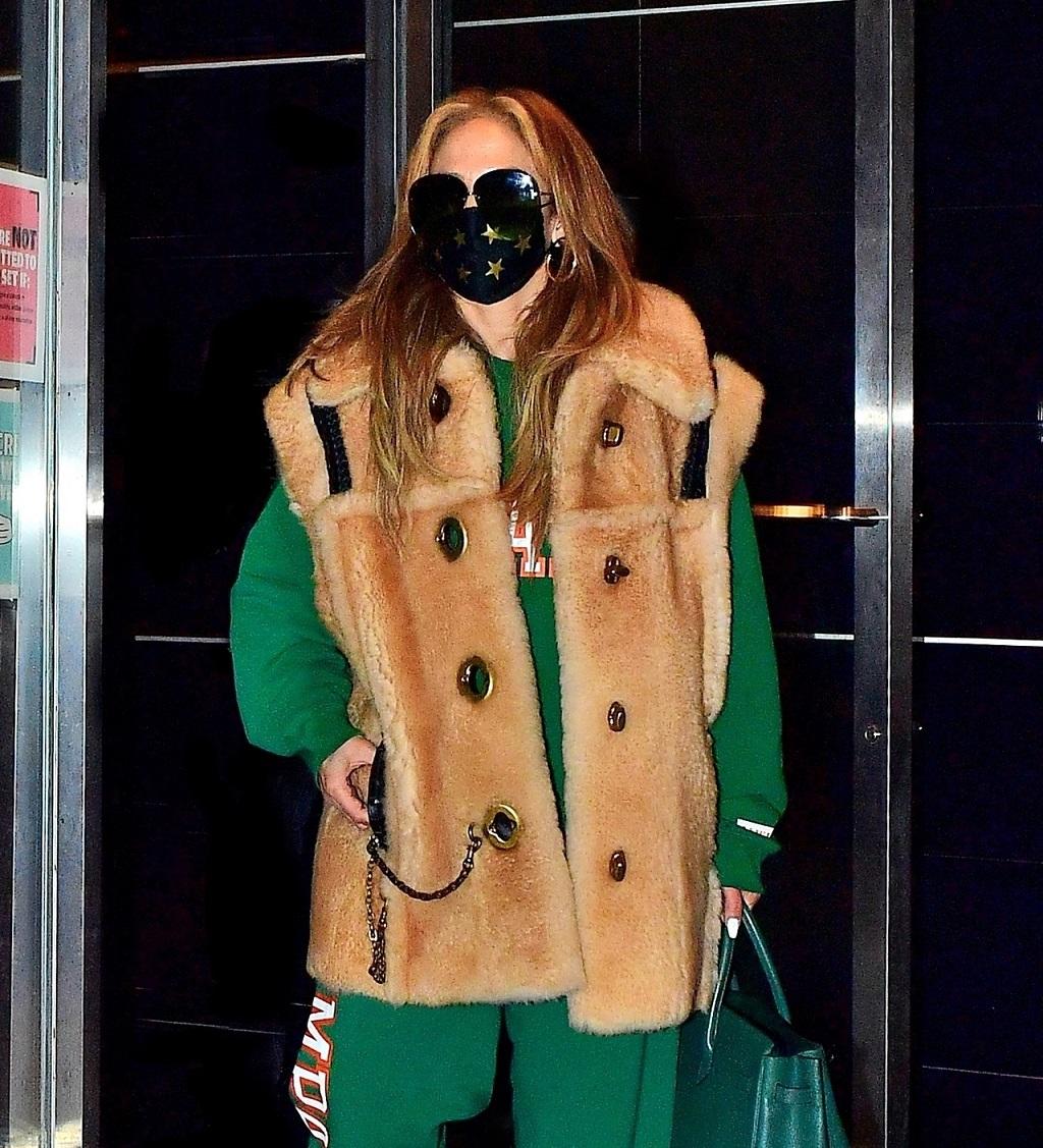 Jennifer Lopez w wygodnej stylizacji.