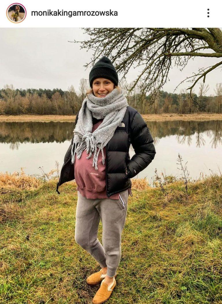 Monika Mrozowska z ciążowym brzuchem