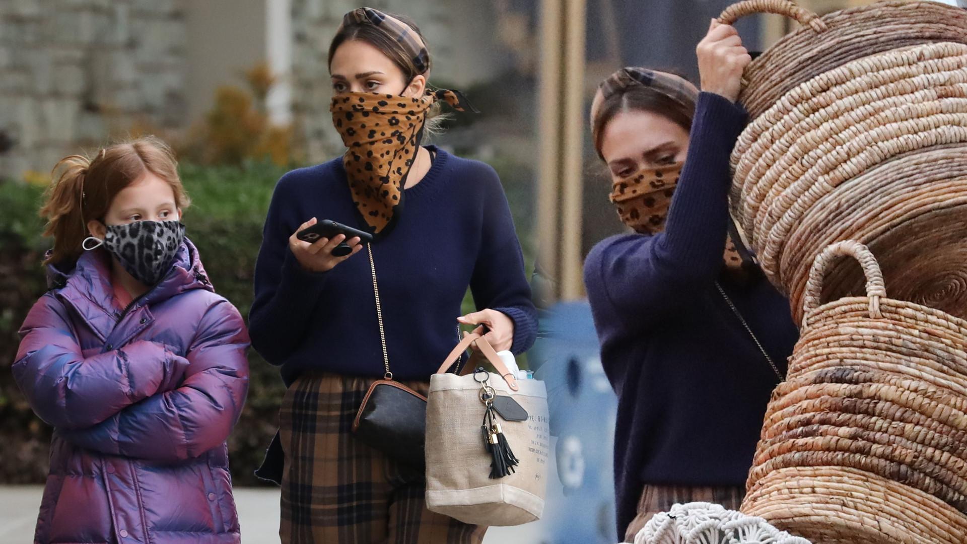 Jessica Alba na dużych zakupach z córkami. Jedna z nich już przerosła mamę (ZDJĘCIA)