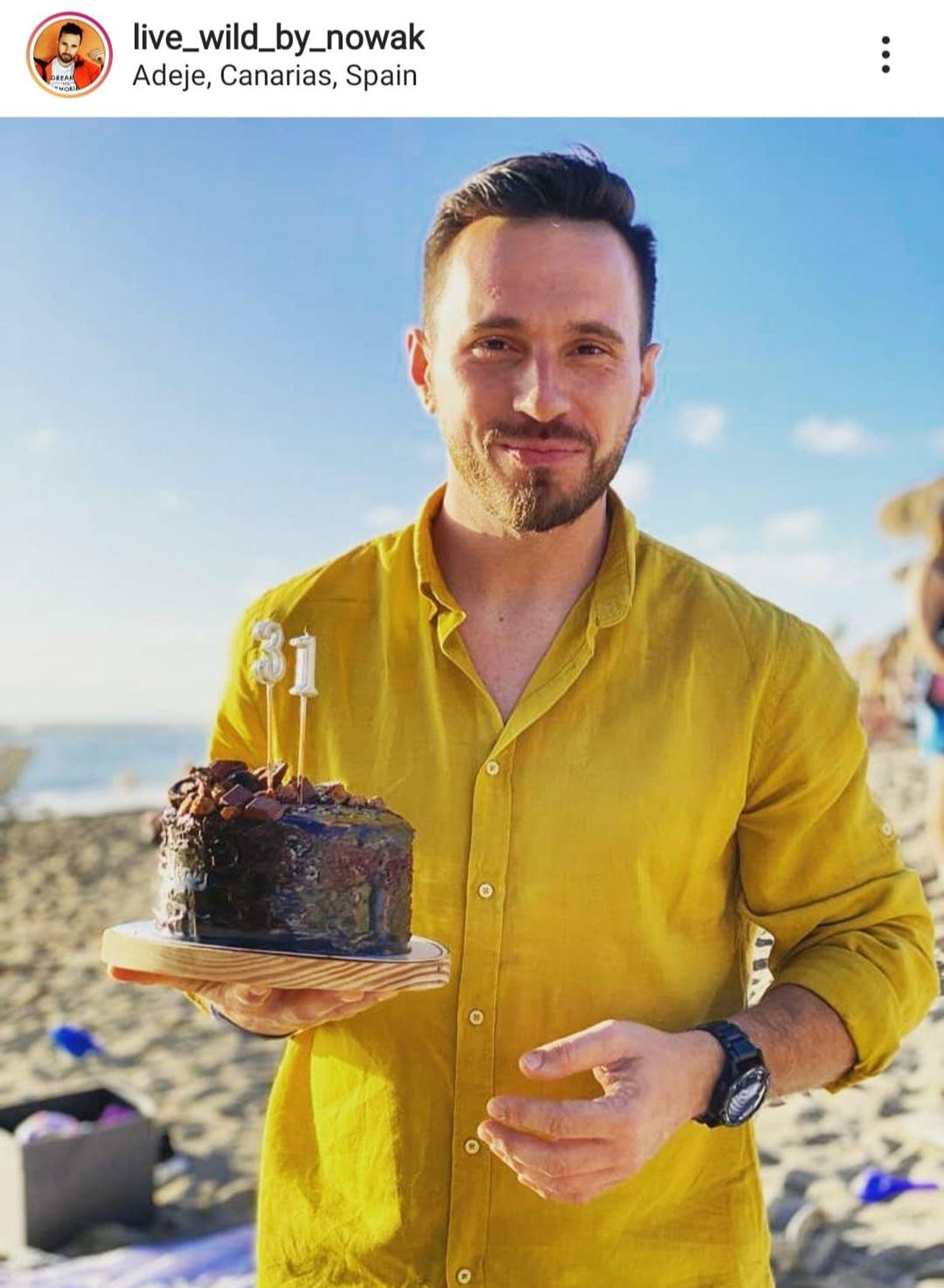Łukasz Nowak z tortem