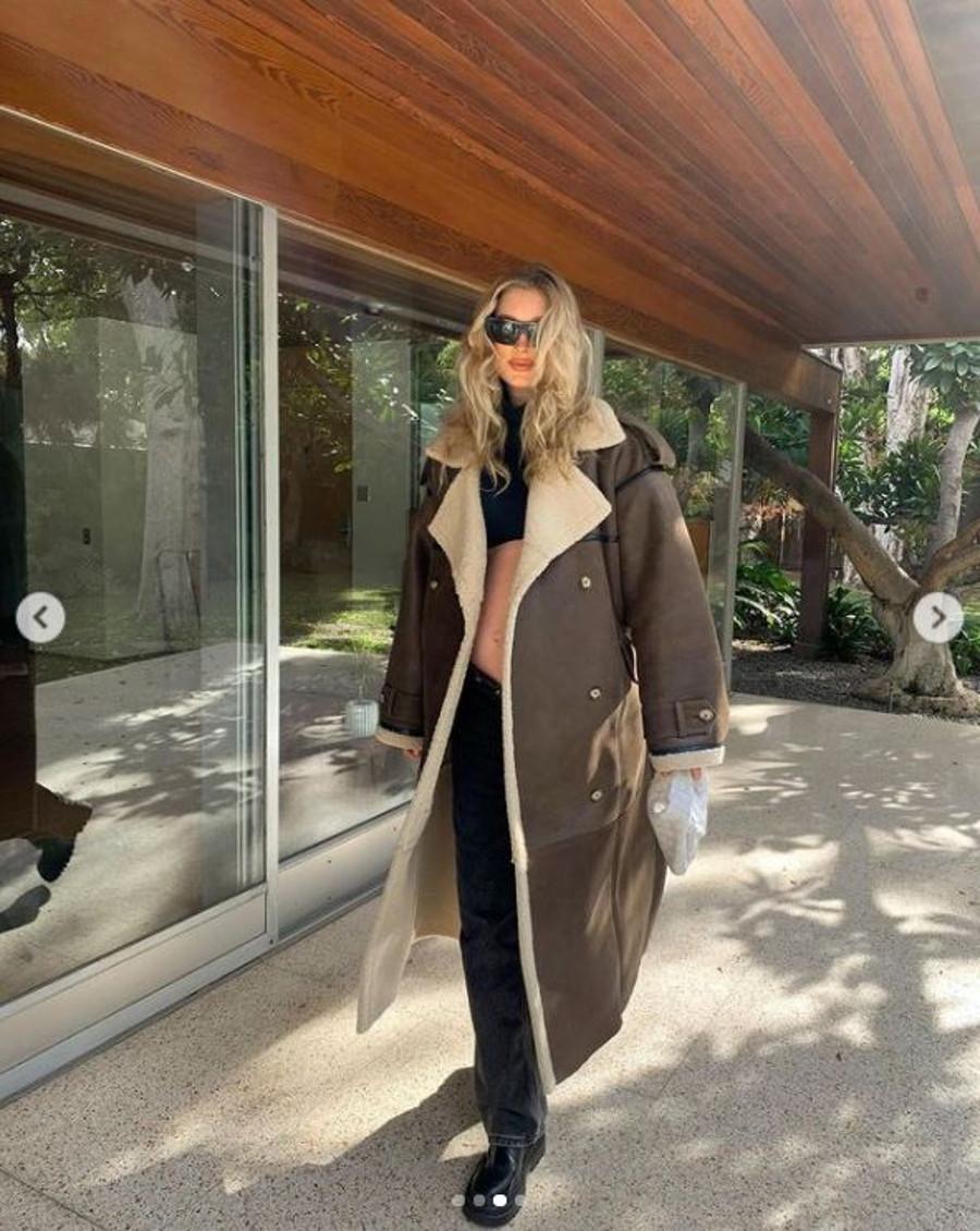 Elsa Hosk w płaszczu od Sary Boruc.