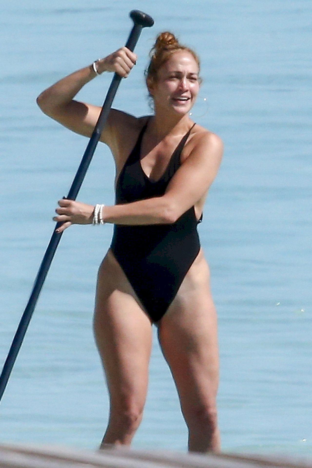 Jennifer Lopez w stroju kąpielowym