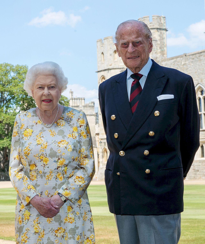Królowa Elżbieta i książę Filip już zaszczepili się na COVID-19