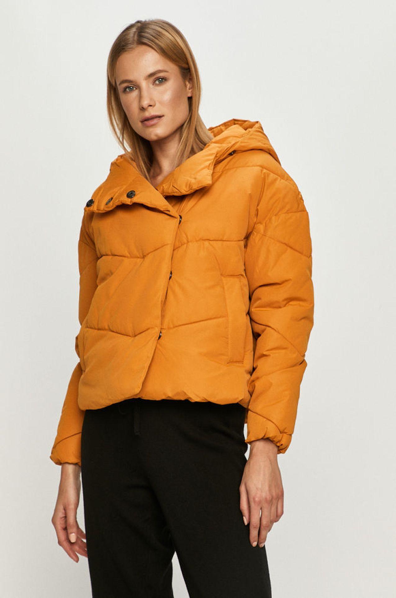 Pomarańczowa kurtka na zimę