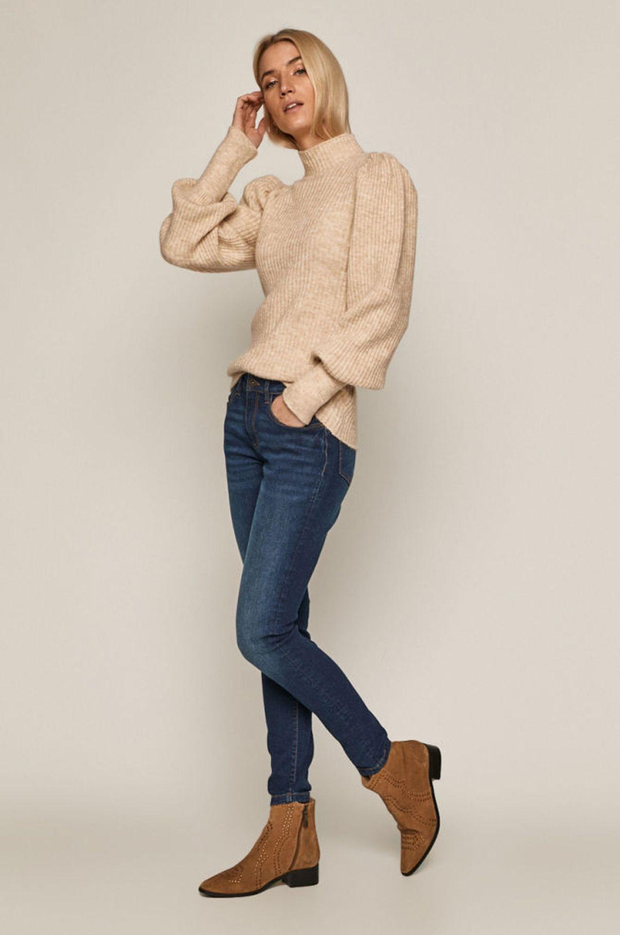 Beżowy sweter z bufkami