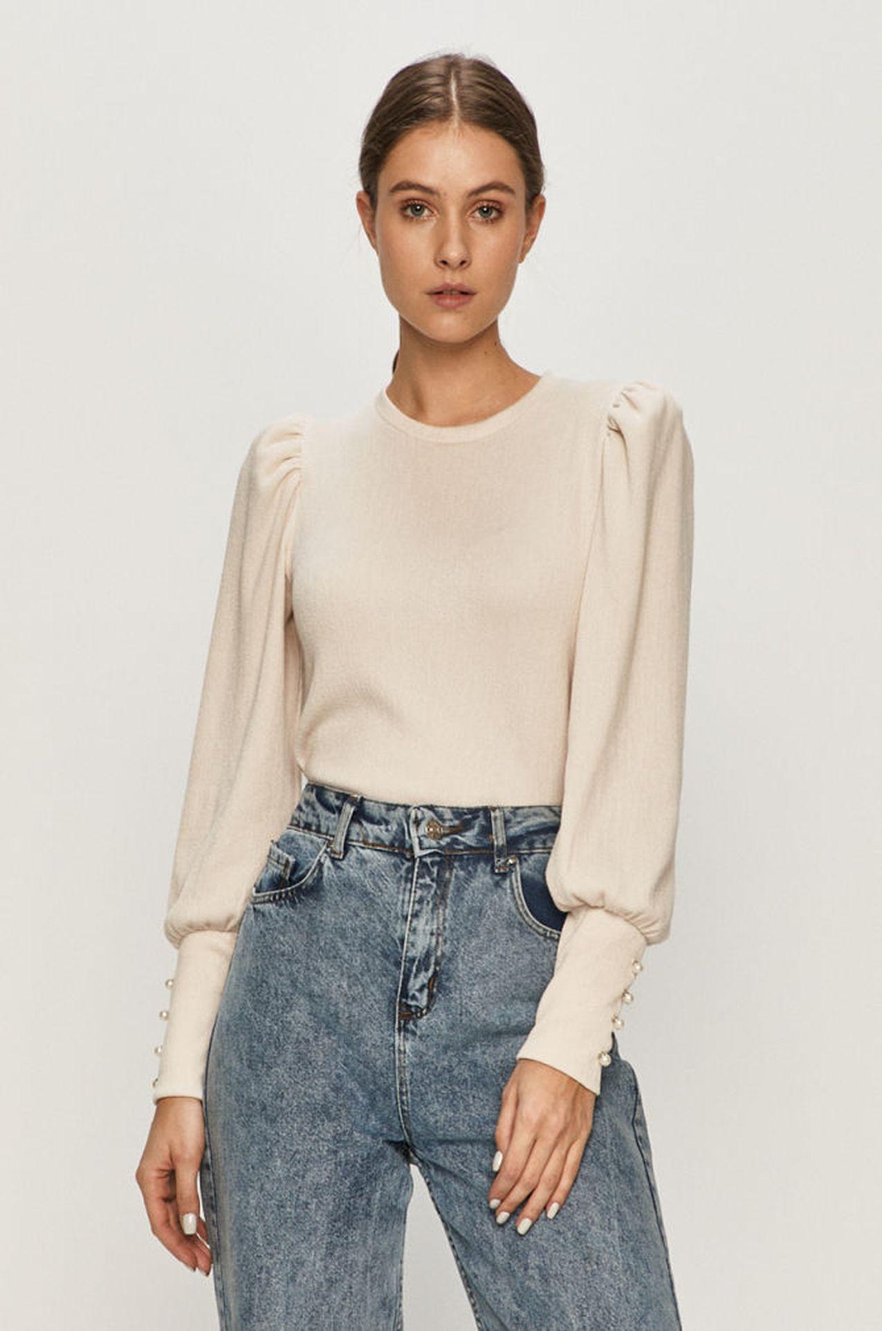 Biały sweter z bufkami
