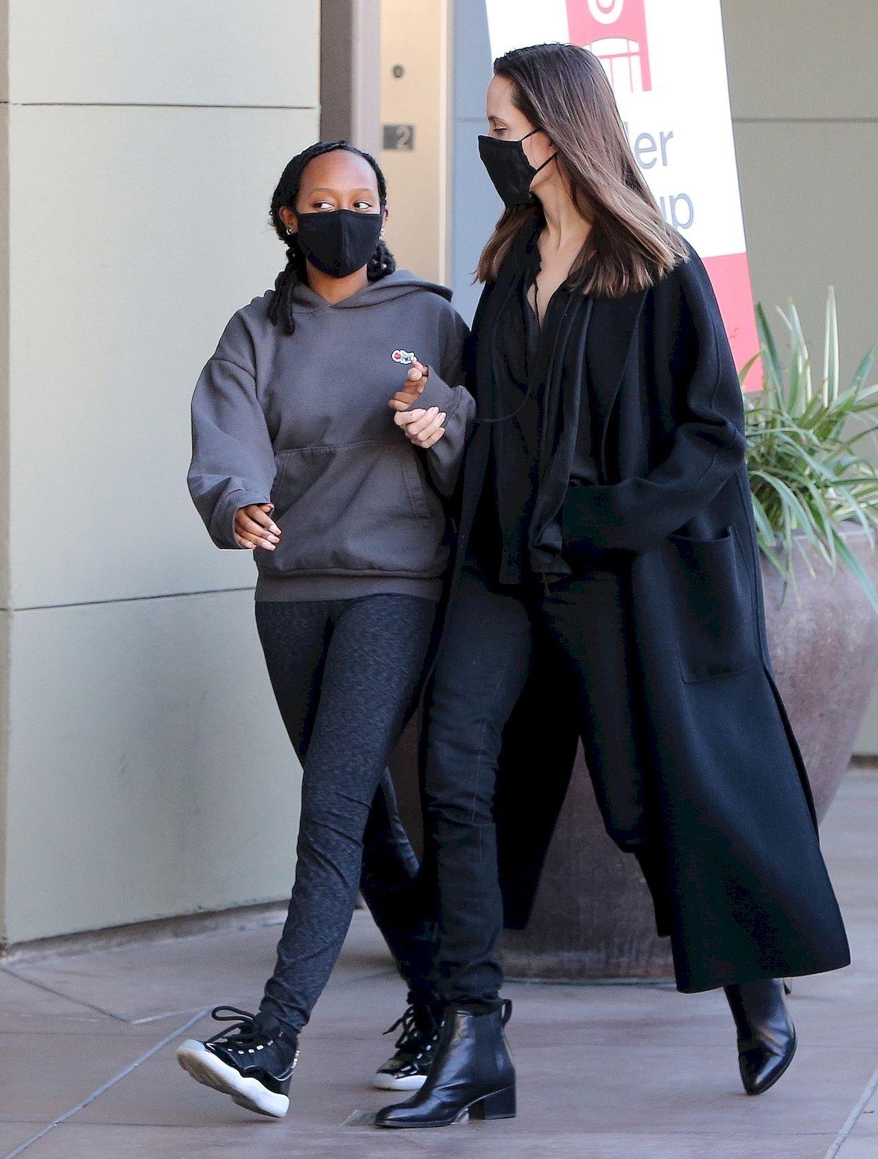 Angelina Jolie sfotografowana w towarzystwie córki